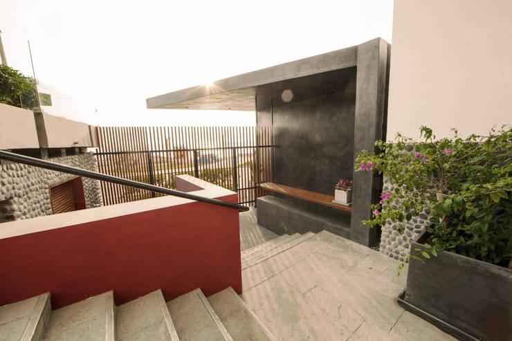 Bares y clubs de estilo  por NIKOLAS BRICEÑO arquitecto, Moderno