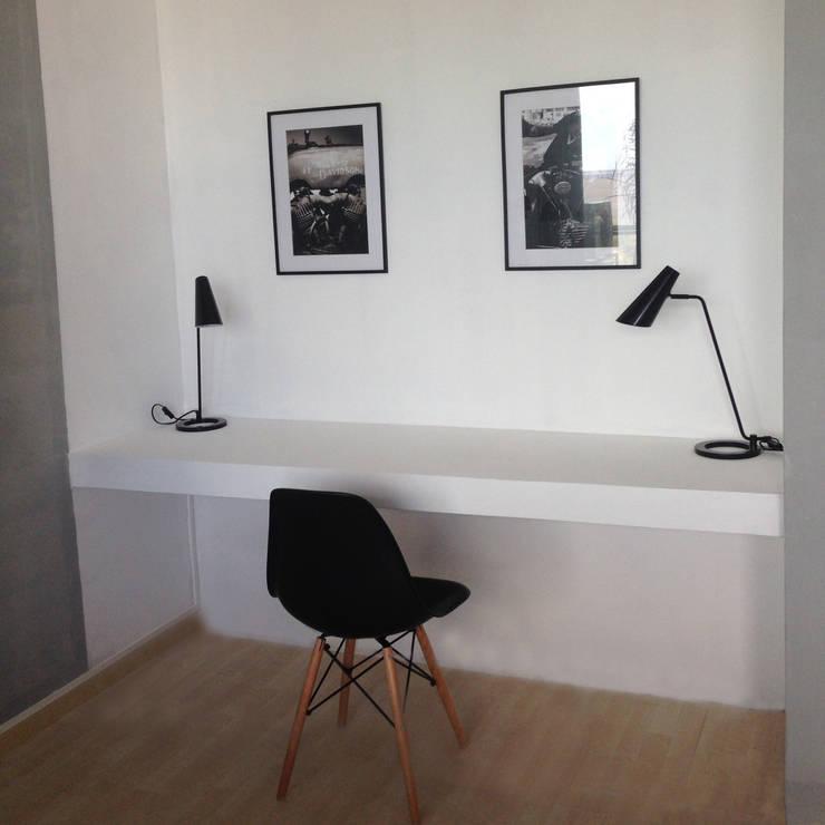Dormitorio MR: Estudio de estilo  por Estudio CRUDO,