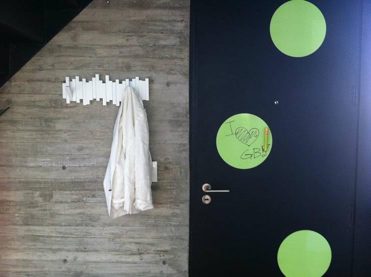 Deco Oficinas Green Group:  de estilo  por Estudio CRUDO,Moderno Concreto reforzado