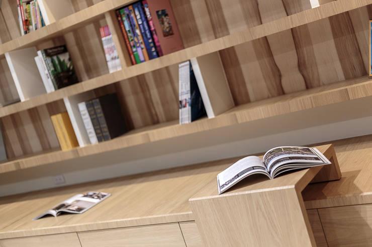 溫馨簡約風:  客廳 by IDR室內設計