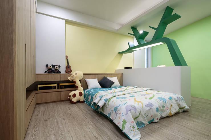 溫馨簡約風:  嬰兒/兒童房 by IDR室內設計