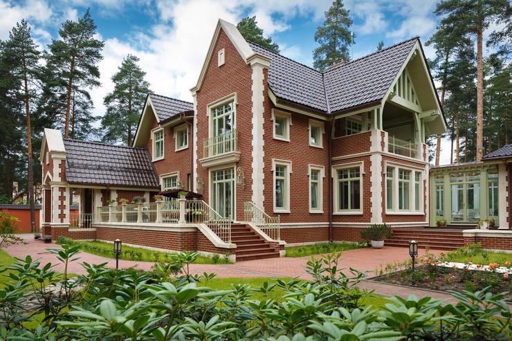 Особняк во Всеволожске: Дома в . Автор – STUDIOKORA