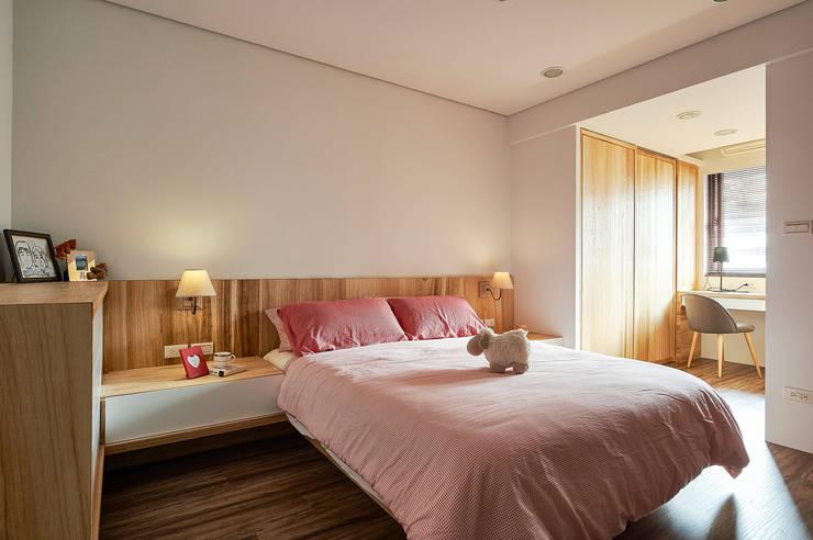 深刻木紋秀出北歐自然氛圍:  臥室 by 青瓷設計工程有限公司