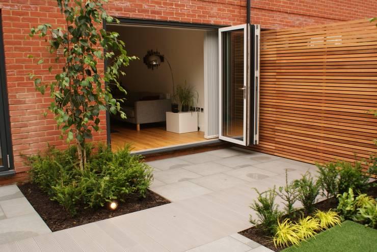 Taman by Hannah Collins Garden Design