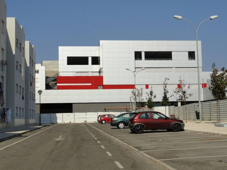 Comércio/Serviços e Silo Automóvel: Casas  por 2levels, Arquitetura e Engenharia, Lda