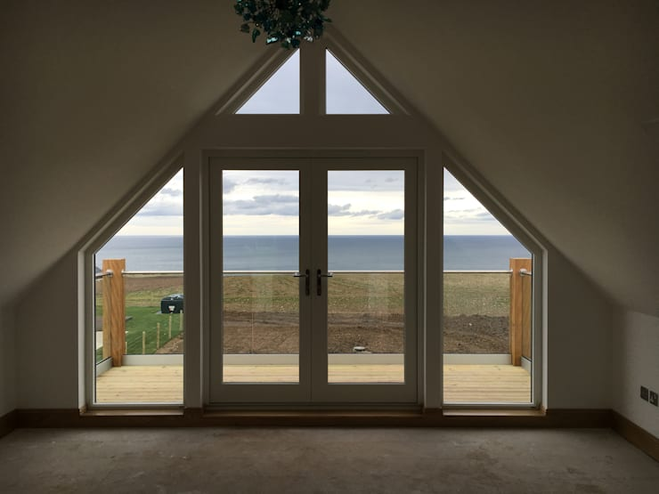 Ventanas de estilo  por Roundhouse Architecture Ltd