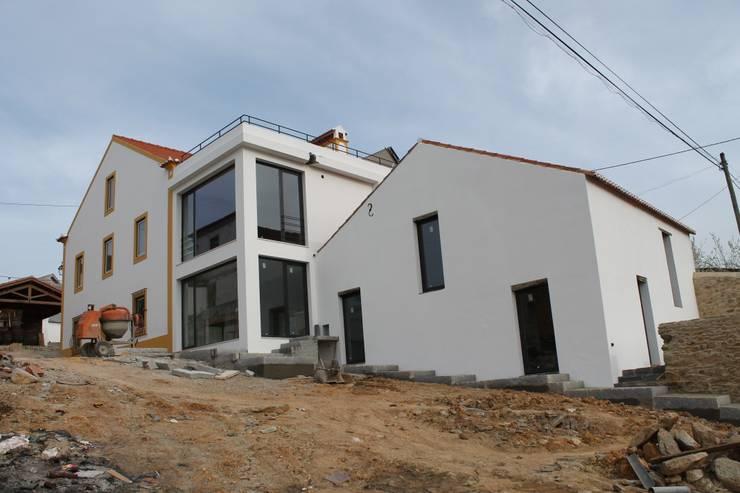 Casa de Campo | Albufeira Castelo de Bode | Abrantes: Casas  por Paulo Miguez Arquitectos