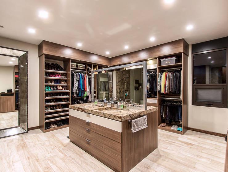 Vestidores y closets de estilo moderno por homify
