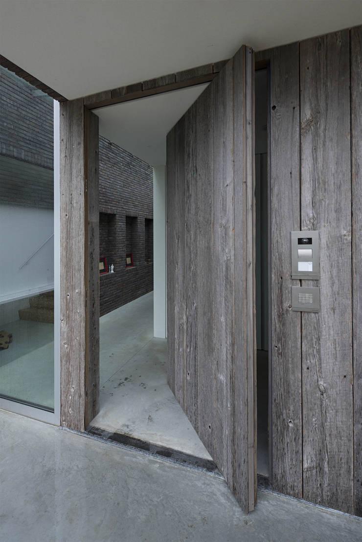 Hal-entree:  Huizen door Lab32 architecten