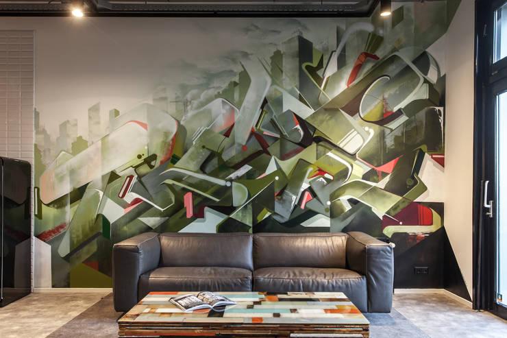 Graffiti wand:   door Bob Romijnders Architectuur & Interieur, Industrieel