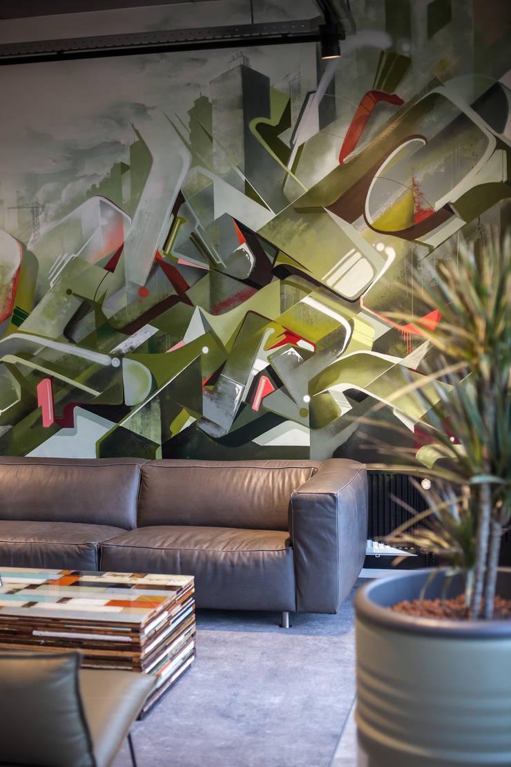 Graffitiwand:   door Bob Romijnders Architectuur & Interieur, Industrieel