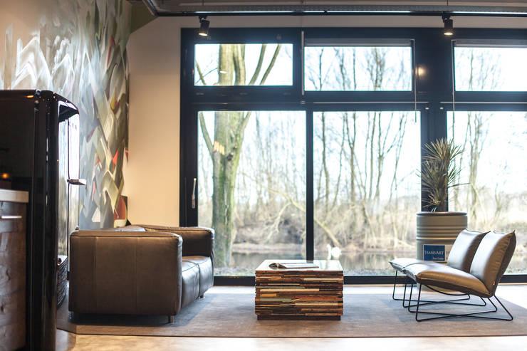 Zithoek:   door Bob Romijnders Architectuur & Interieur, Industrieel