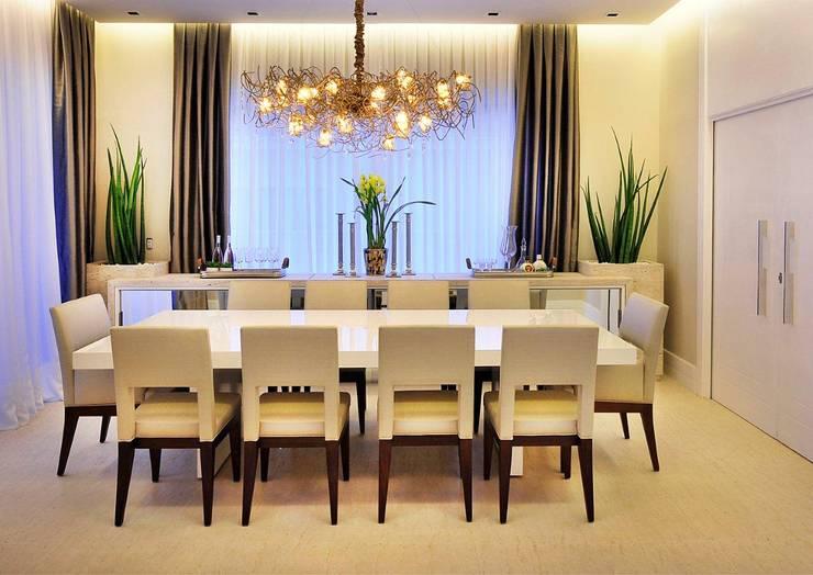 Salle à manger de style  par Quitete&Faria Arquitetura e Decoração, Moderne
