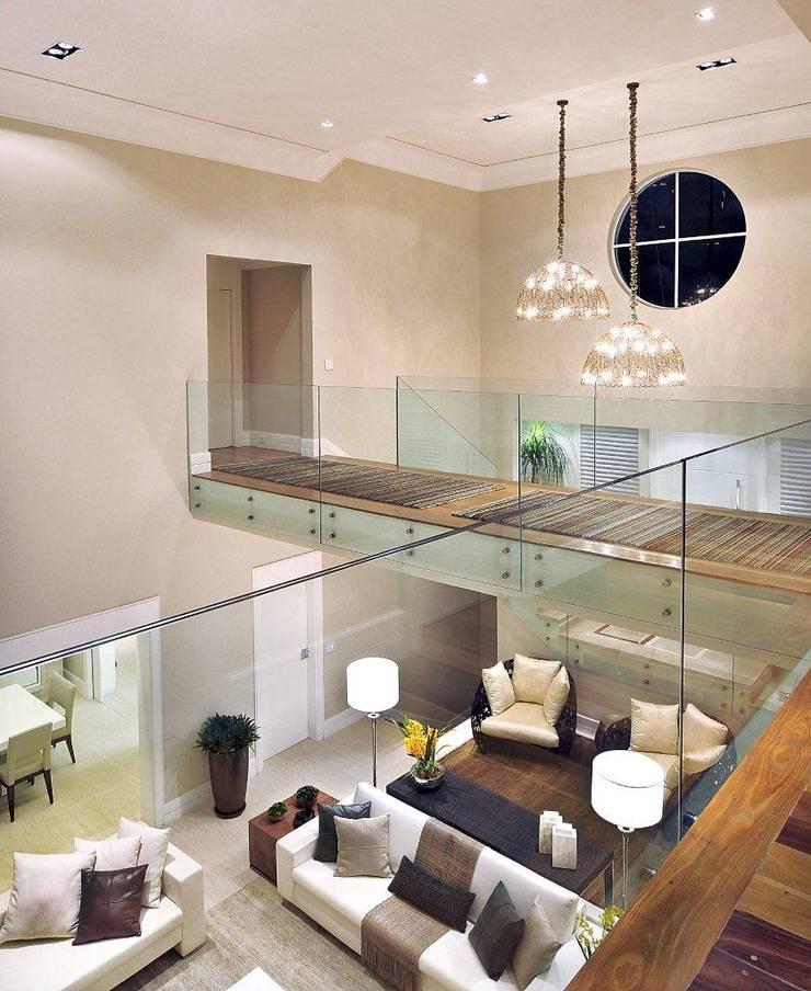 Couloir et hall d'entrée de style  par Quitete&Faria Arquitetura e Decoração, Moderne