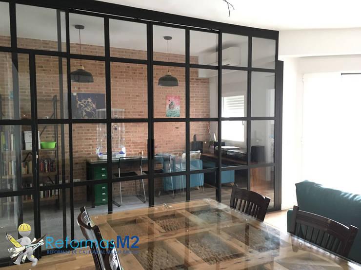 M2 Reformas_ cristalera: Puertas y ventanas de estilo  de ReformasM2