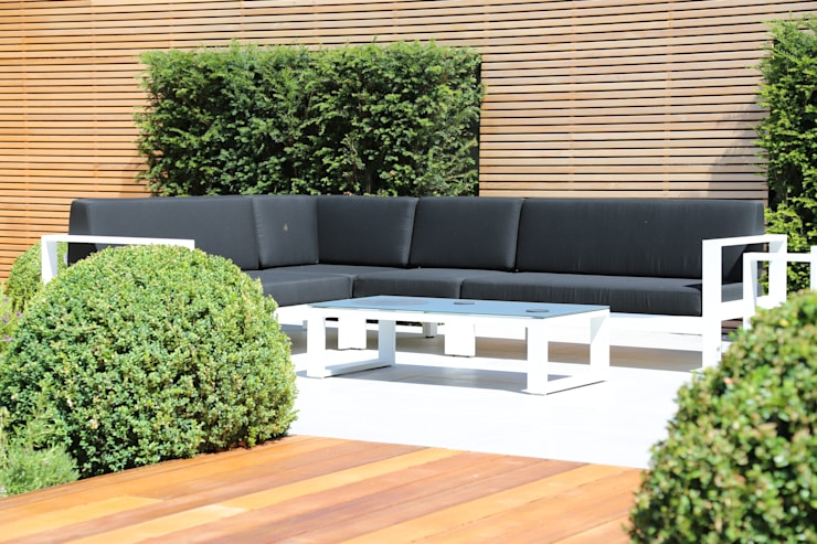 Outdoor Seating: modern Garden by Borrowed Space