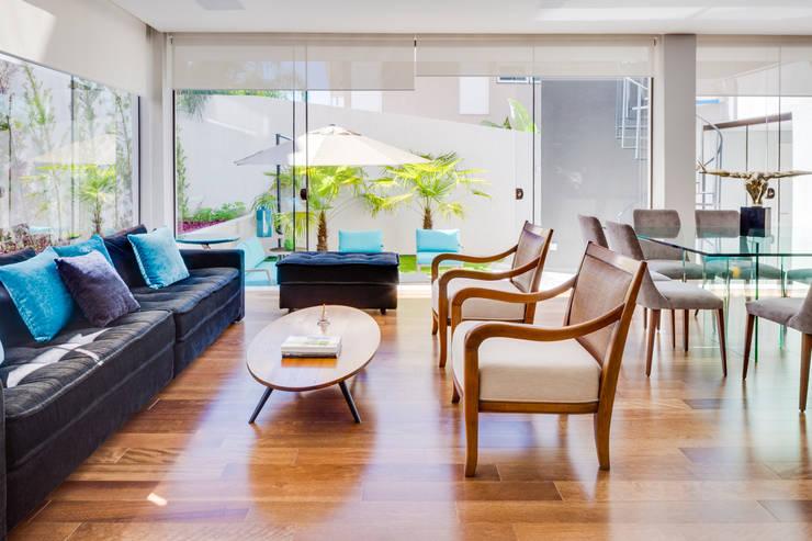 Livings de estilo moderno por Arqbox
