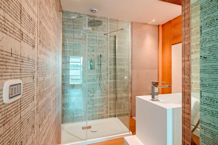 Edificio Residenziale Penthouse - Luxury Building - Appartamento Moke up 1: Bagno in stile  di Viviana Severini - Severini Associati + Partners