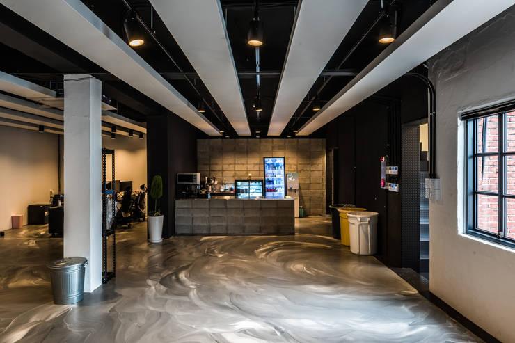 스타트업사무실_(주)미팩토리: 디자인사무실의  회사,모던