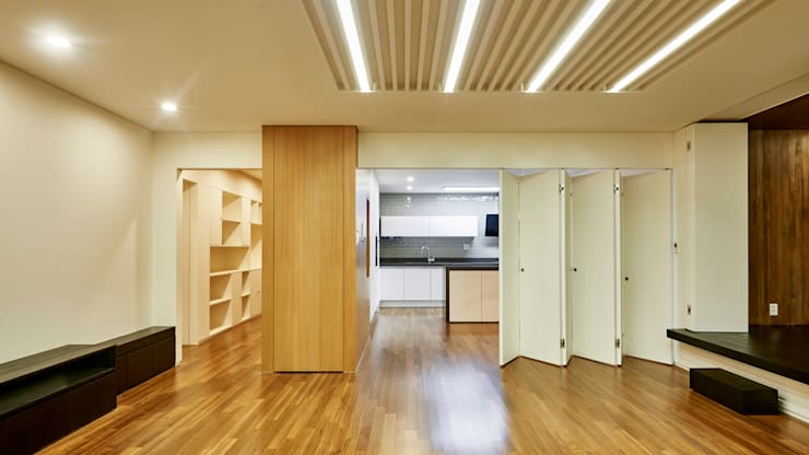 Traditional S House: 디자인사무실의  거실,