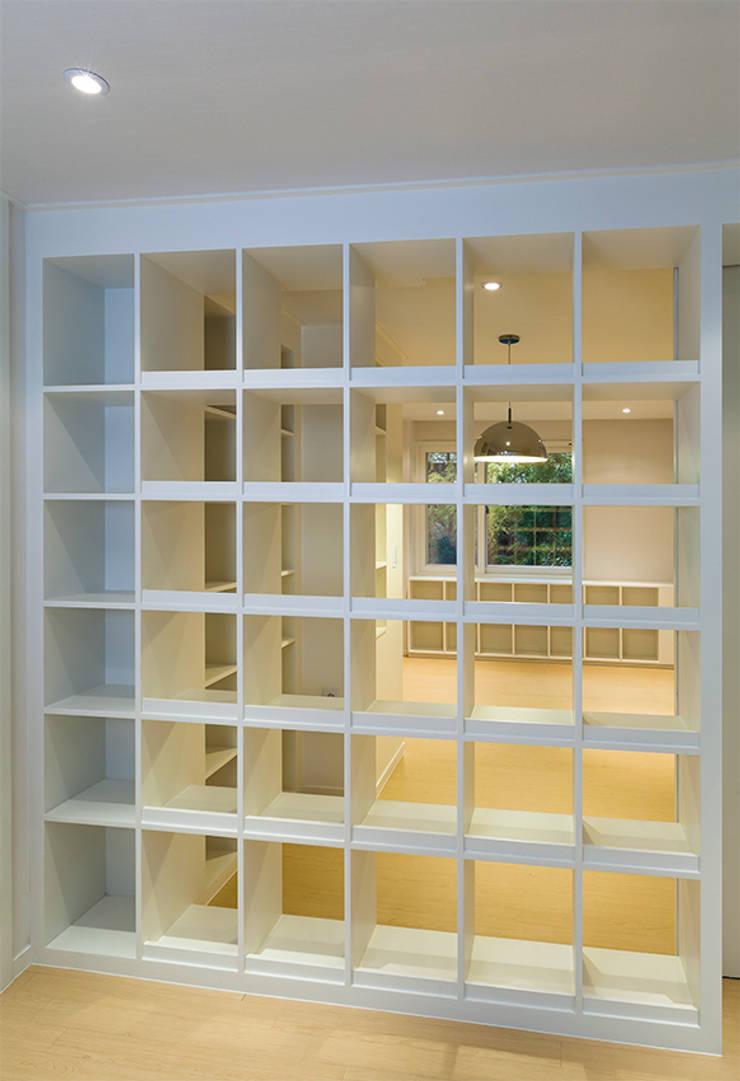 Connect House: 디자인사무실의  서재 & 사무실,모던
