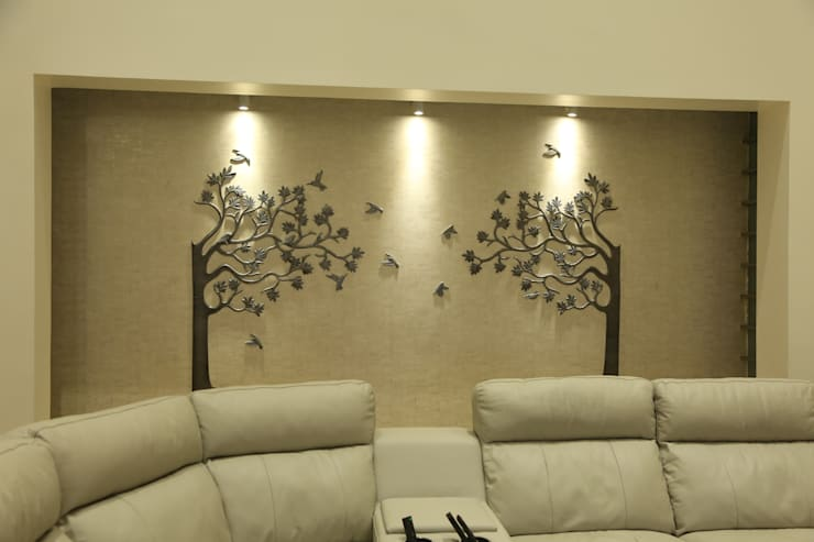 Niche in the living room to house the Tree Mural:  Living room by Hasta architects