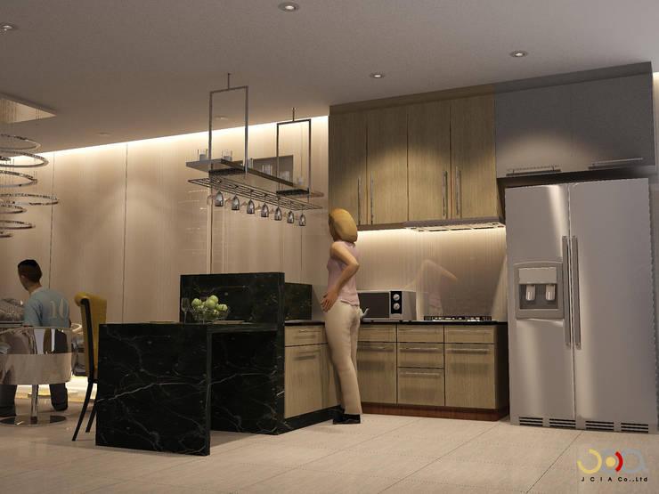 ม. รอยัล วิลล่า:  ห้องครัว by jcia co.,ltd