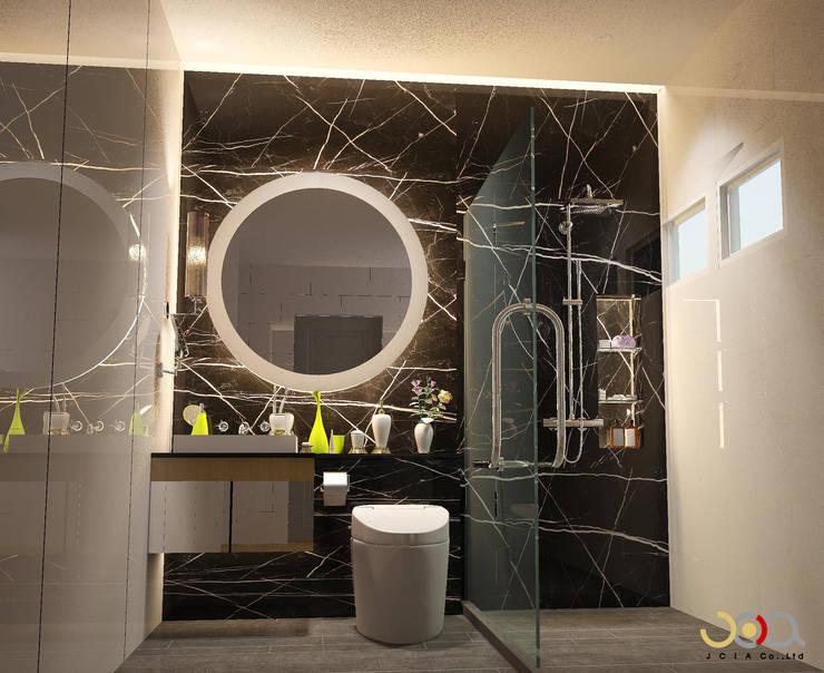 ม.รอยัล วิลล่า:  ห้องน้ำ by jcia co.,ltd