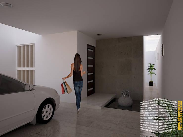 ACCESO CON ESPEJO DE AGUA: Pasillos y recibidores de estilo  por HHRG ARQUITECTOS