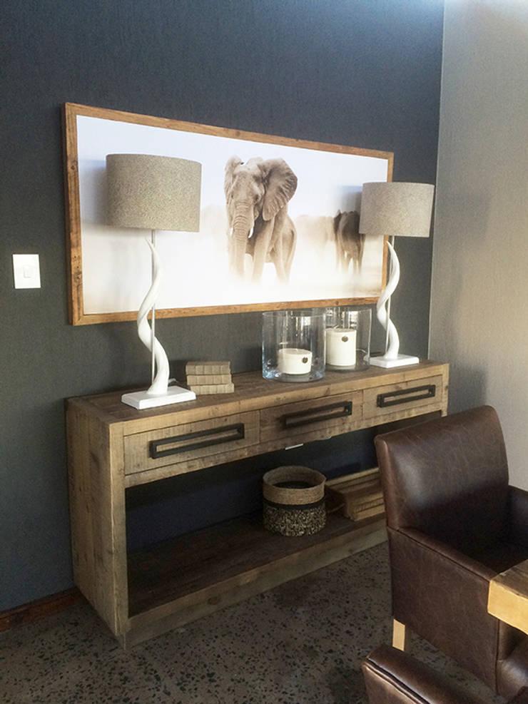 Dining Area:  Dining room by Katie Allen Decor & Design/Urban Yuppi