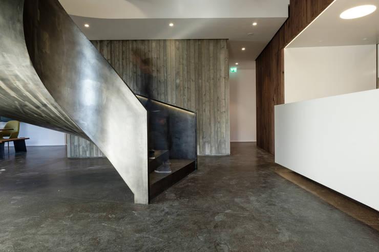 Edificios de oficinas de estilo  de Hunkeler Partner Architekten AG, Moderno