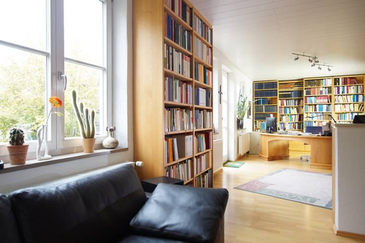 oleh Lignum Möbelmanufaktur GmbH, Klasik Kayu Wood effect