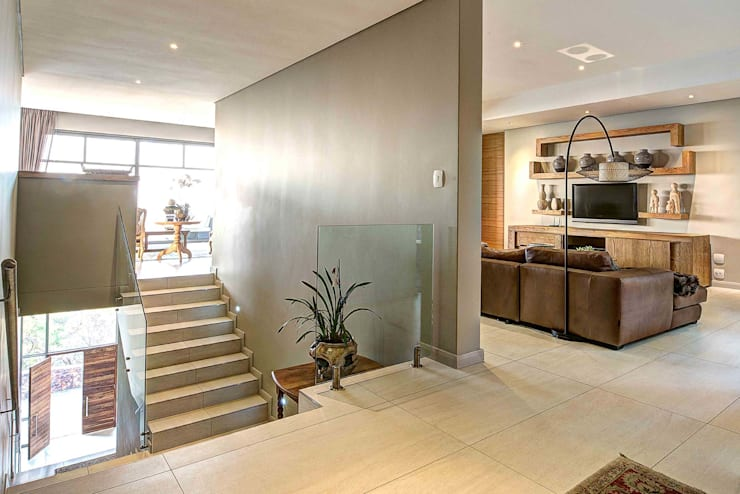 House Auriga:  Media room by Swart & Associates Architects