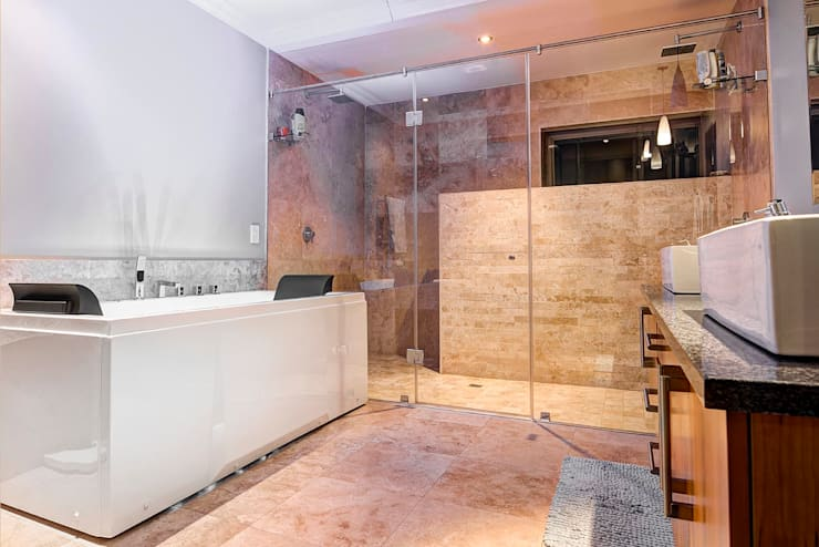 House Fyfe: modern Bathroom by Swart & Associates Architects