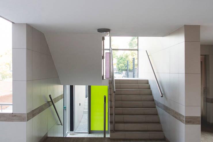 Pasillos y vestíbulos de estilo  por Swart & Associates Architects, Moderno