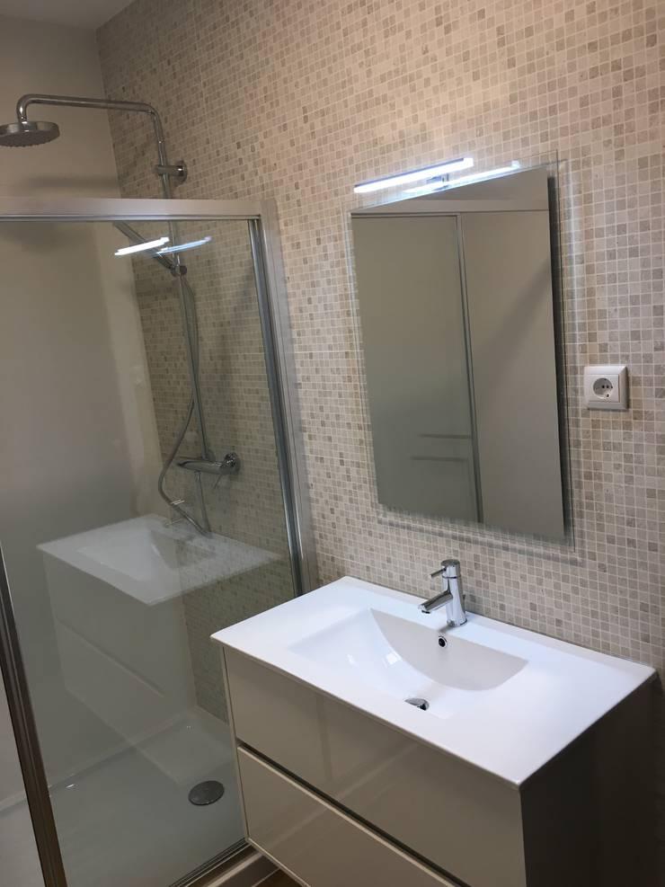 Modern bathroom by Obras & Detalhes, Engenharia e Construção Modern