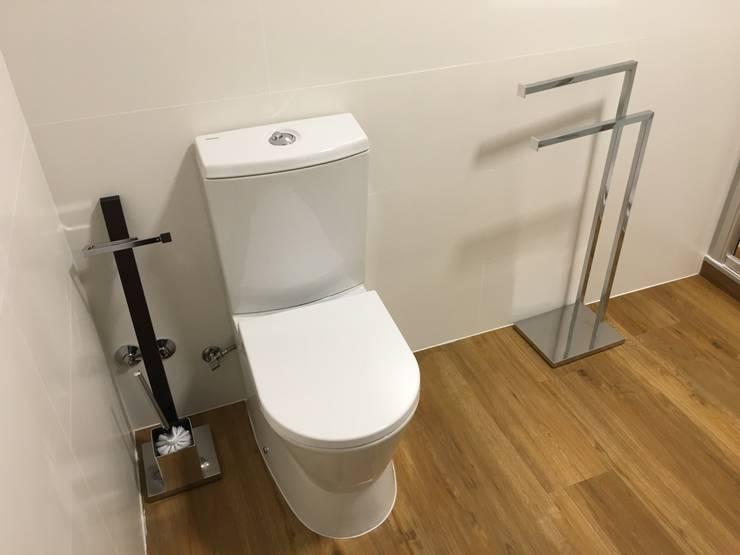 Bathroom by Obras & Detalhes, Engenharia e Construção