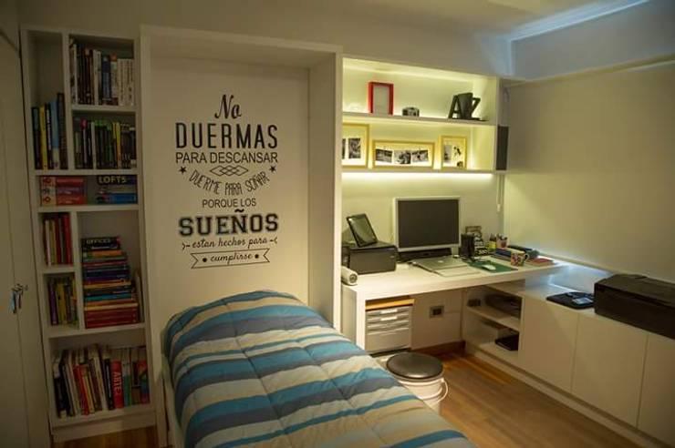 Nocturna Cama Rebatible para optimizar espacios reducidos: Dormitorios de estilo  por MINBAI,