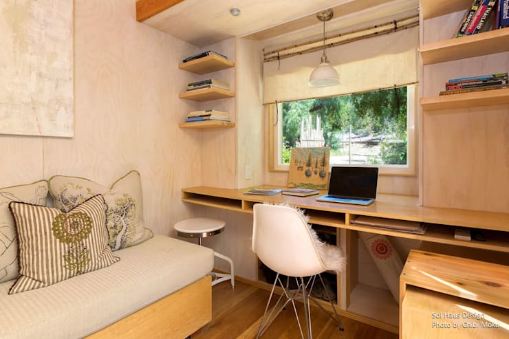 Sol Haus Design - Vina's Tiny House - Interior 2:  Arbeitszimmer von Chibi Moku