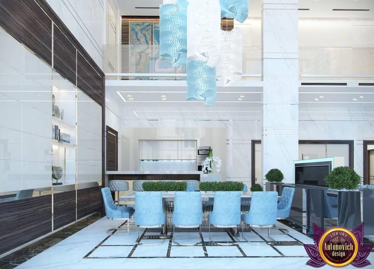 Dining room interior of Katrina Antonovich:  Dining room by Luxury Antonovich Design, Modern