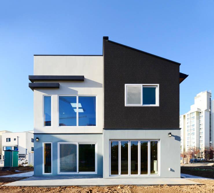 김포 양곡리: 코원하우스의  주택