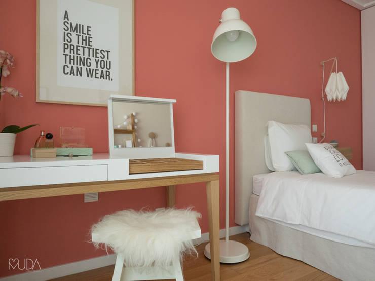 Bedroom by MUDA Home Design