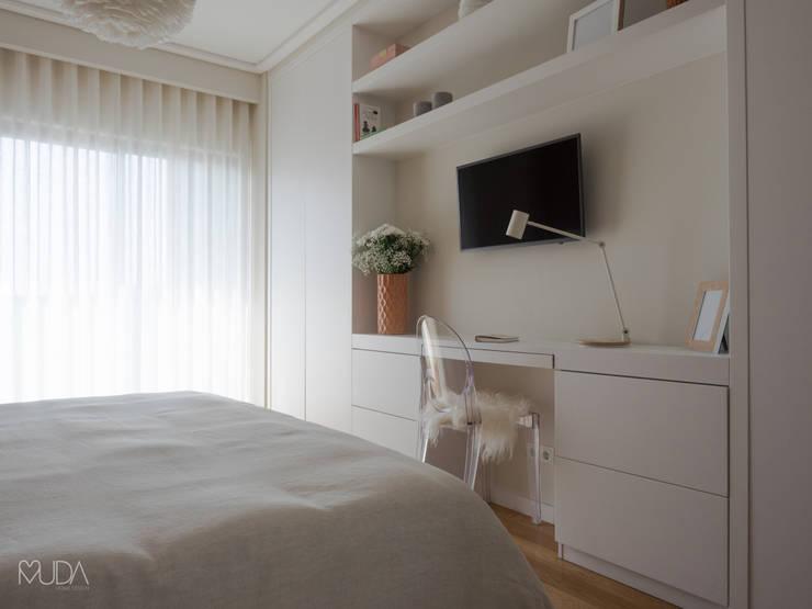 Suite | Depois: Quartos  por MUDA Home Design