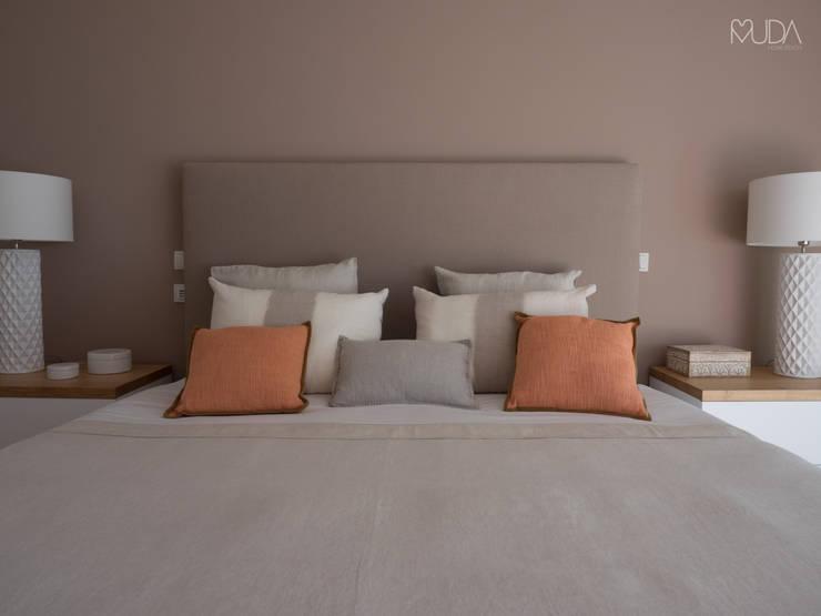 Phòng ngủ by MUDA Home Design