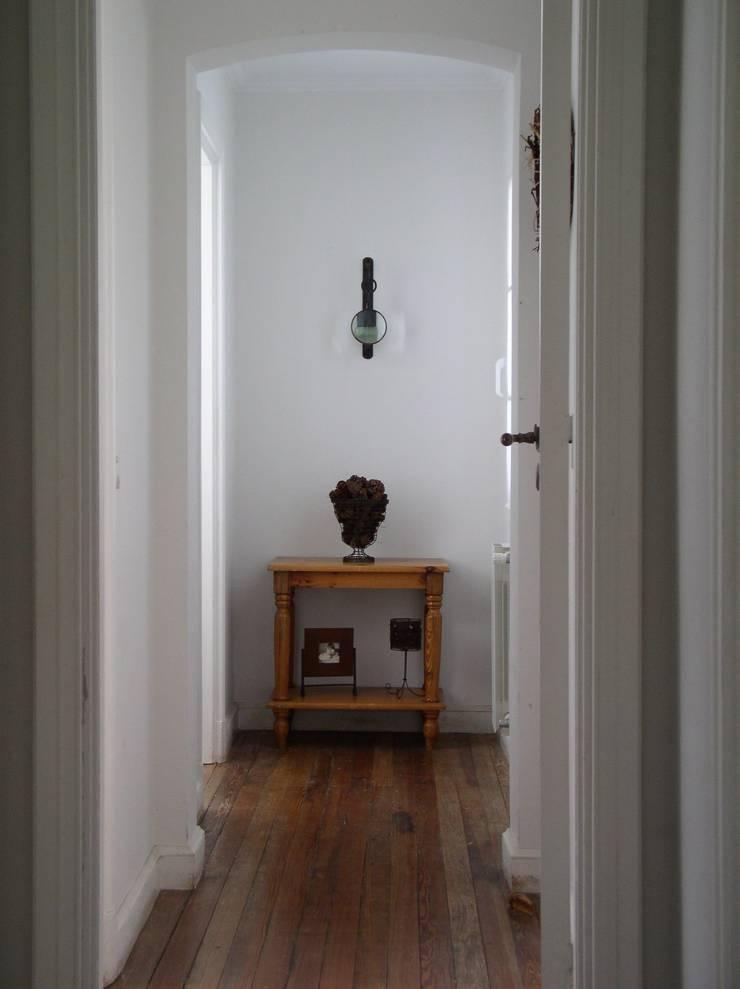 Casa en Santa Catalina – Open Door – Pcia de Buenos Aires: Pasillos y recibidores de estilo  por Rocha & Figueroa Bunge arquitectos,