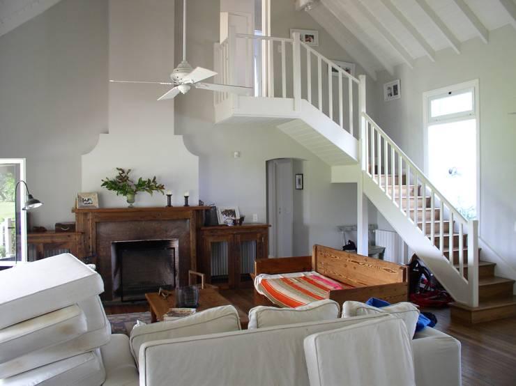 Casa en Santa Catalina – Open Door – Pcia de Buenos Aires: Livings de estilo  por Rocha & Figueroa Bunge arquitectos,