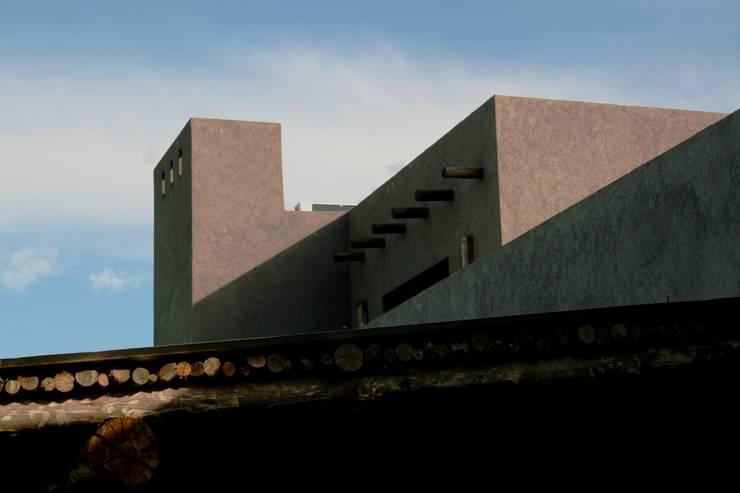บ้านและที่อยู่อาศัย by Rocha & Figueroa Bunge arquitectos