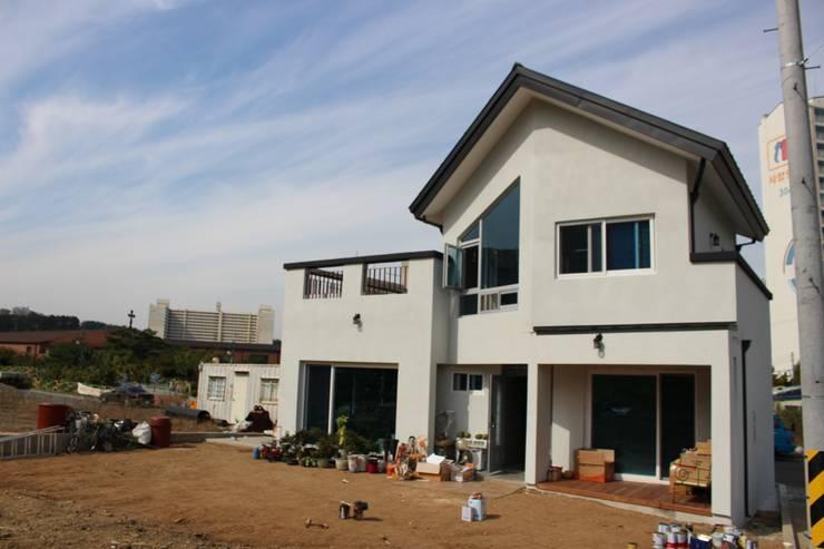 Casas de estilo  por DA건축사사무소(Architects DA)