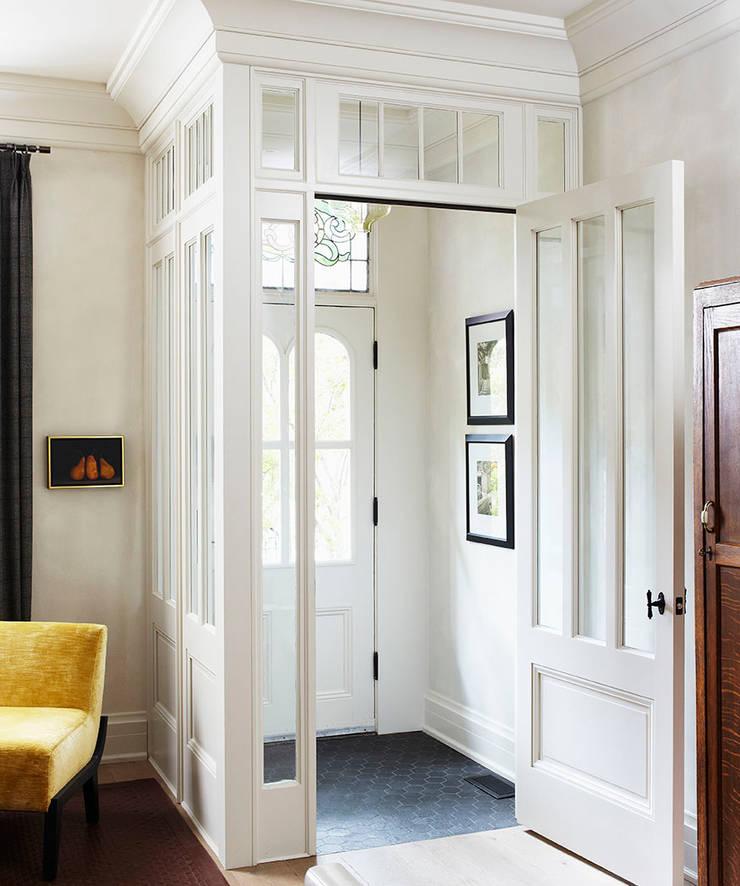 Corridor & hallway by Douglas Design Studio, Classic