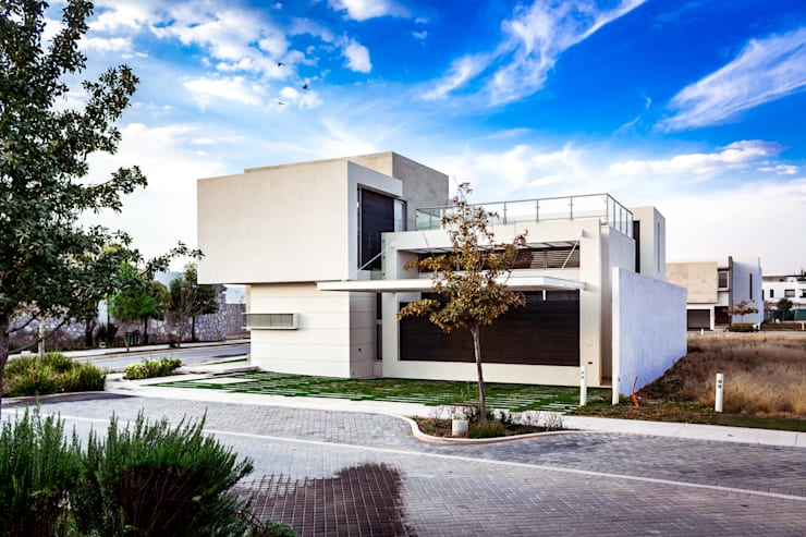 SICOMOROS UNO CERO SIETE: Casas de estilo  por GENETICA ARQ STUDIO